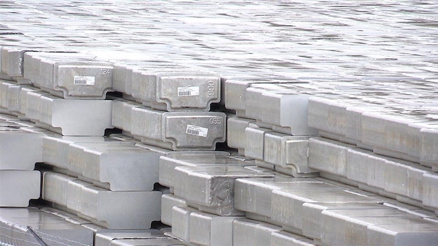 De l'aluminium dans un entrepôt.