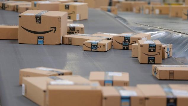 Des boîtes Amazon.