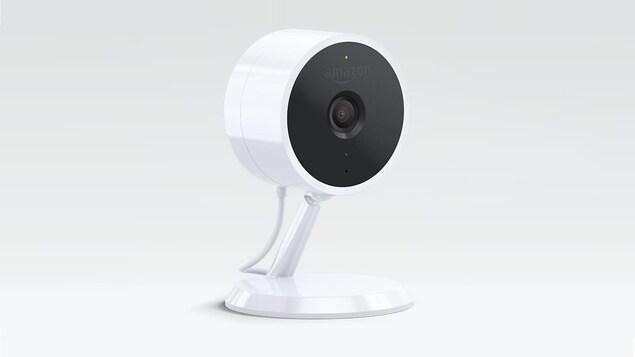 Une caméra avec le logo d'Amazon.