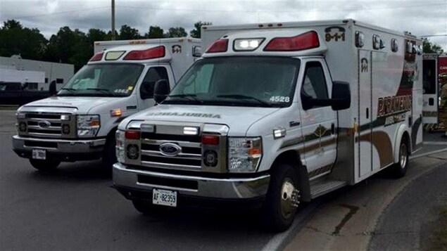 Des véhicules ambulanciers des Comtés unis de Prescott et Russell