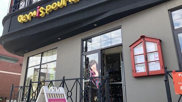 Devanture de la boutique Amis pour la Vie de Victoriaville.