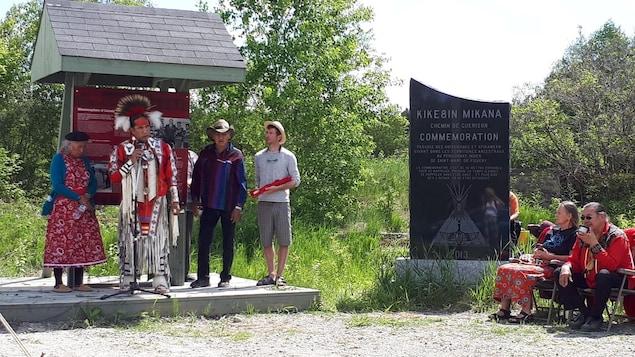 Plusieurs personnes ont pris part à la cérémonie de purification à l'ancien pensionnat autochtone de Saint-Marc-de-Figuery.