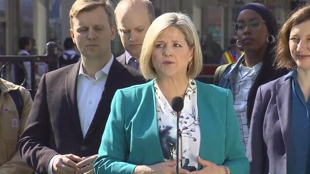 La chef du Nouveau Parti démocratique de l'Ontario en campagne électorale.
