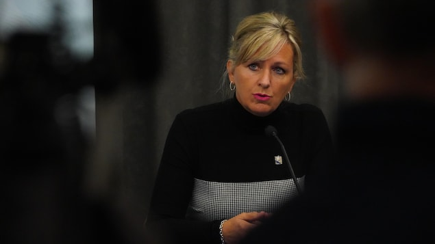 La ministre Laforest en conférence de presse.