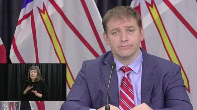Andrew Furey en conférence de presse.