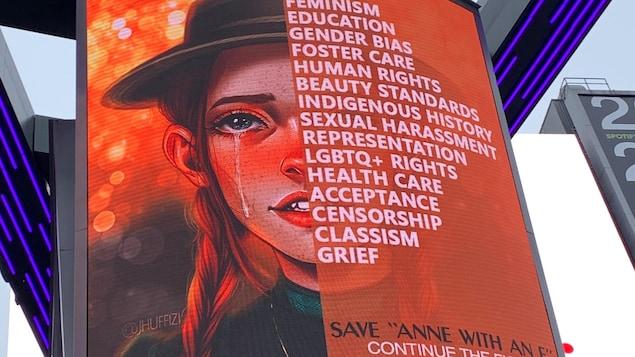 L'affiche montre Anne pleurant.