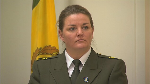 Annie Bouchard en uniforme de la Sûreté du Québec.