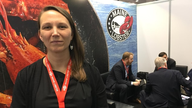 Annie Tselikis, directrice générale des producteurs de homard du Maine, à l'exposition de fruits de mer de Boston.