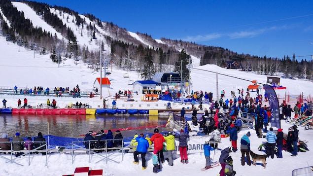 Spectateurs autour du lac Picalo