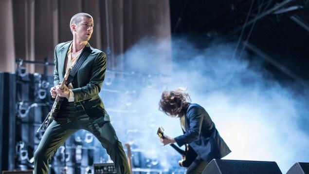 Alex Turner des Arctic Monkeys jouait sur la scène principale d'Osheaga, le 4 août 2018.