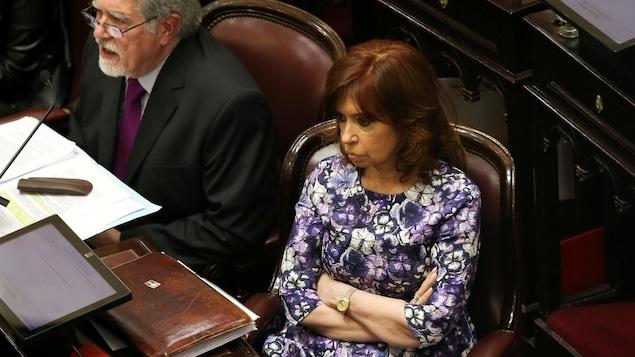 L'ex-présidente et sénatrice argentine Cristina Kirchner sera jugée pour corruption.
