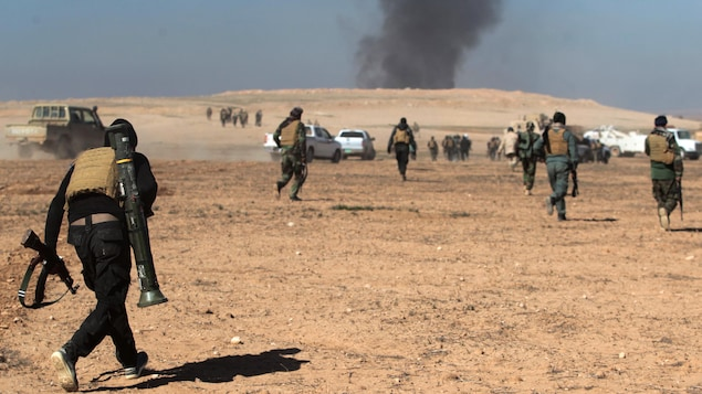 Les troupes irakiennes, appuyées par des miliciens des Unités de mobilisation populaire, avancent dans le sud de Mossoul.