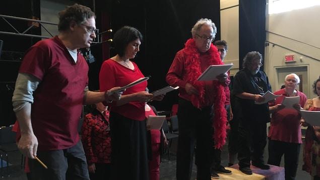 Les comédiens de la pièce « J'veux d'l'amour » en répétition au Théâtre du Nouveau Monde.