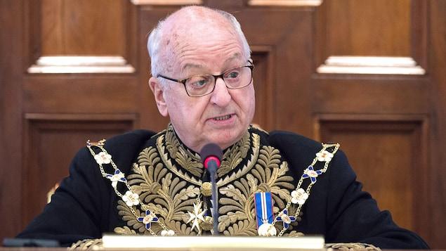 Arthur LeBlanc lit le discours du Trône assis à l'Assemblée législative de la Nouvelle-Écosse le 6 septembre 2018.
