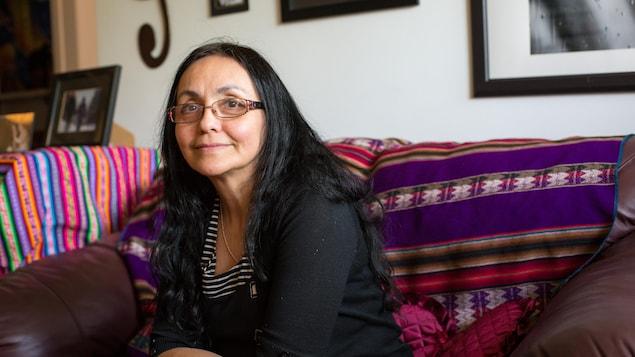 Lucila Guerrero, atteinte du syndrome d'Asperger, sourit à la caméra.