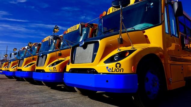 Alexandre Taillefer a tenu à souligner que le Québec n'aspire pas à rivaliser avec des géants comme Tesla, mais bien à devenir un leader mondial dans des marchés de niche, à l'instar des autobus scolaires électriques conçus par une entreprise de Saint-Jérôme.