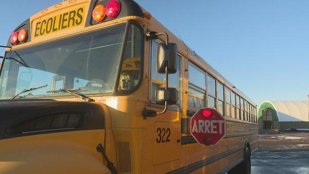 Vue de l'avant d'un autobus scolaire