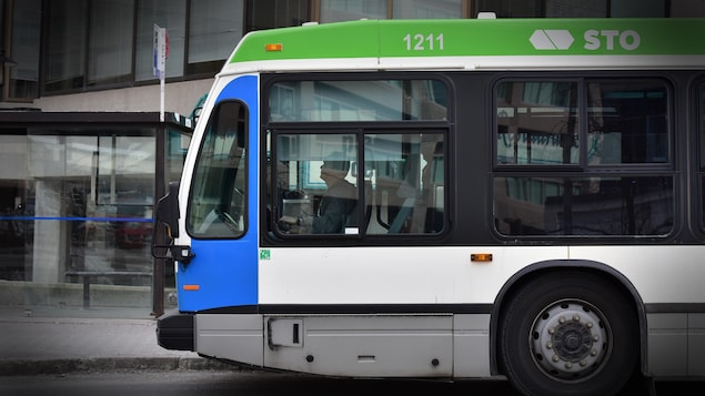 Un autobus de la Société de transport de l'Outaouais.