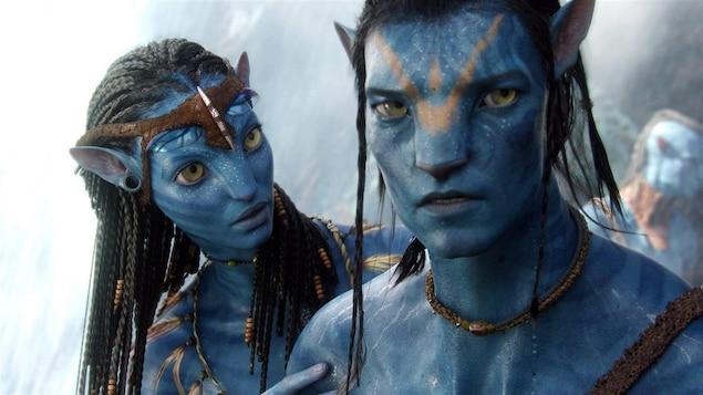 Deux personnages dans le film « Avatar »