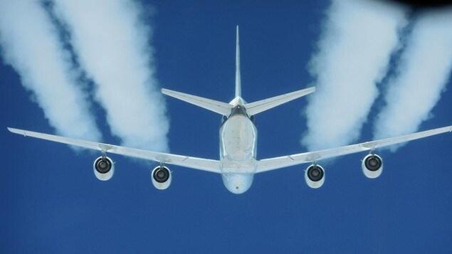 L'industrie aérienne rejette près de 800 millions de tonnes de CO2 par année, soit plus que tout le Canada (550 millions).