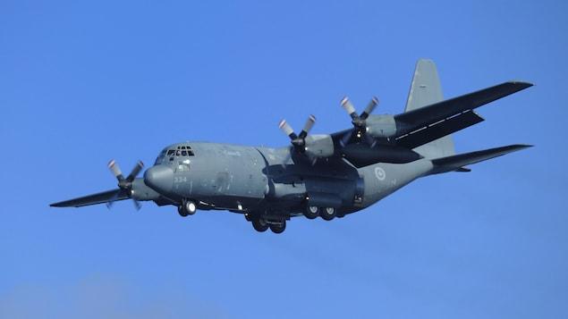 Un avion Hercule de l'armée canadienne