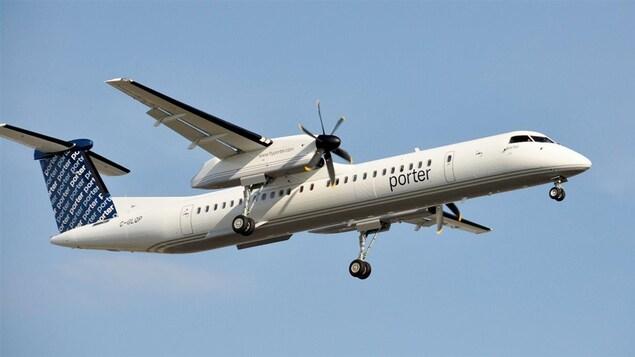 Un avion Porter dans le ciel.