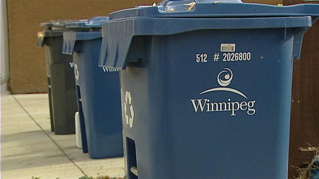 Des bacs de recyclage de la Ville de Winnipeg.