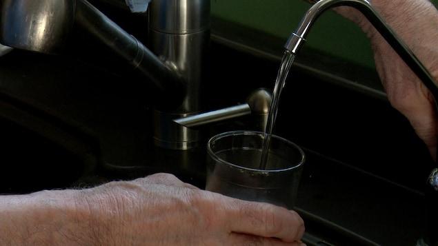 Des résidents de Baie-Trinité se plaignent de la qualité de l'eau potable recueillie dans leur puits.