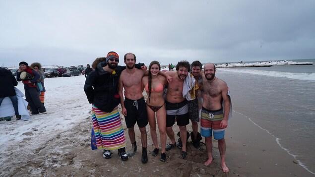 Un groupe de baigneurs