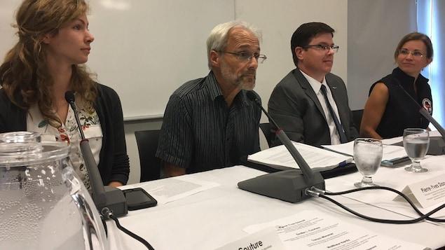 Conférence de presse à Charlottetown pour dévoiler les résultats des nécropsies pratiquées sur sept baleines noires mortes dans le golfe du Saint-Laurent depuis juin.