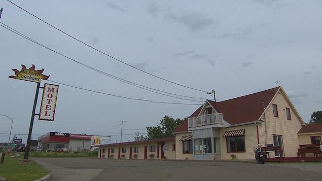 Le bar et le Motel au Soleil Couchant à Rimouski.