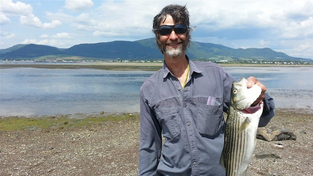La pêche au bar rayé suscite un engouement dans la Baie-des-Chaleurs.