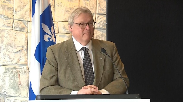 Le ministre de la Santé et des Services sociaux du Québec, Gaétan Barrette, annonce l'investissement de 53,5 millions de dollars pour le centre d'hémodialyse de  l'hôpital Maisonneuve-Rosemont.