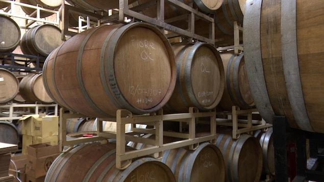 Barriques de bière sans levure commerciale de la microbrasserie Pit Caribou