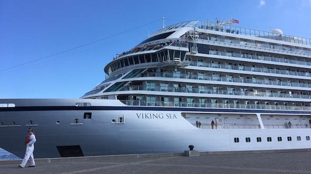 Le navire au quai