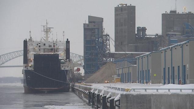 Le Lowlands Opal était le premier bateau à accoster au port de Trois-Rivières en 2018.