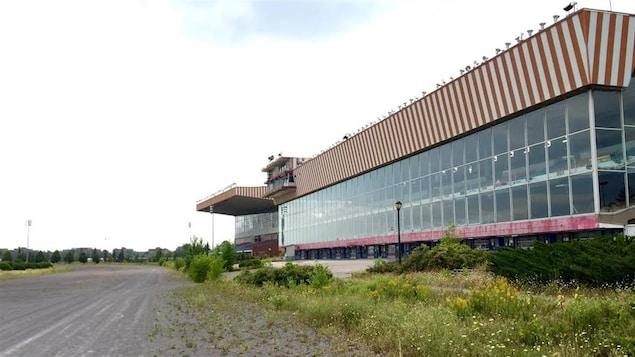 Un bâtiment de l'ancien hippodrome de Montréal.