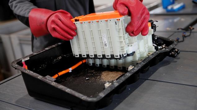 Une batterie lithium-ion démantelée.