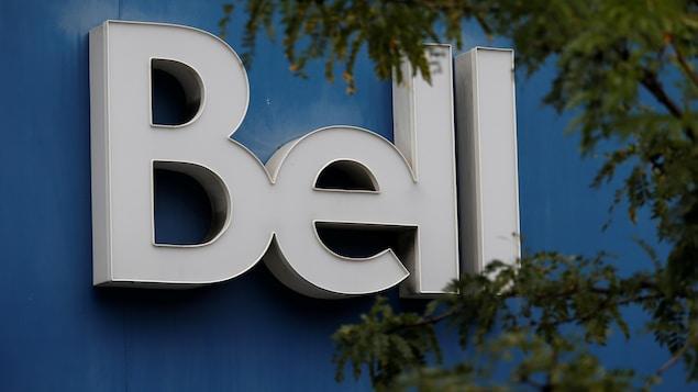 Le logo de Bell à l'extérieur d'un commerce à Ottawa.
