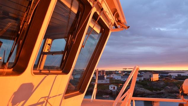 Le Bella-Desgagnés au quai de Harrington Harbour