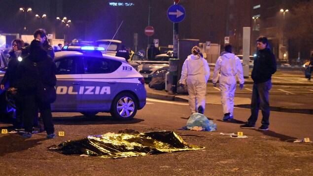 Scène de l'échange de tirs entre le suspect de l'attentat de Berlin et des policiers, à Milan.