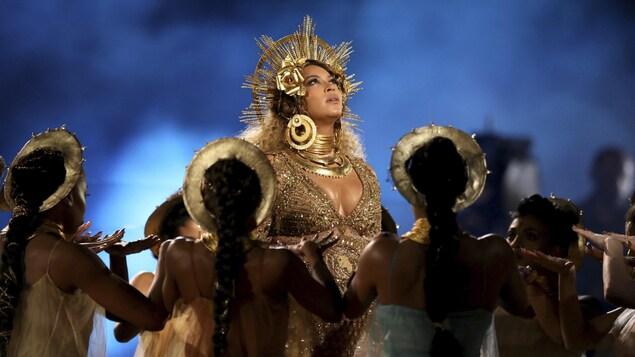 Beyoncé lors de sa performance aux Grammy