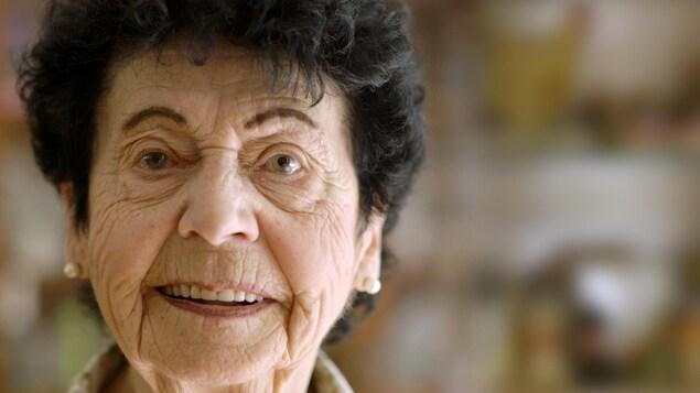 Fleurette Daoust, l'une des six personnages présentés dans la série Bibelot et bingo : la vieillesse vue autrement.