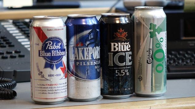 Des bières des marques Pabst Blue Ribbon, Lakeport Pilsener, Blue Ice et Carlsberg