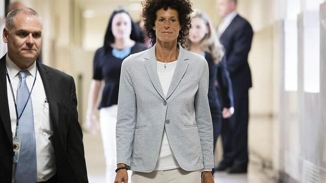 Andrea Constand arrive en cour au procès de Bill Cosby à Norristown.