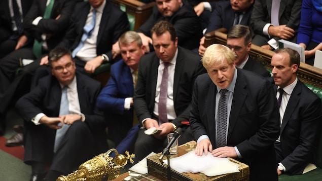 Le PM s'adresse aux membres du Parlement.