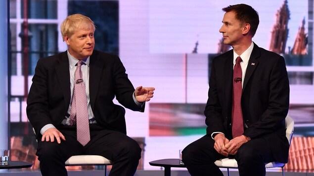 Boris Johnson et Jeremy Hunt lors d'un débat télévisé sur les ondes de la BBC le 18 juin 2019.