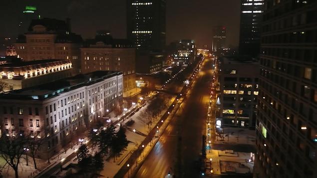 Le boulevard René-Lévesque à Québec est désert pendant le couvre-feu.