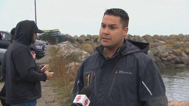 Brandon Maloney lors d'une entrevue avec CBC.