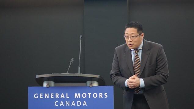 Brian Tossan, directeur général du Centre technique canadien de General Motors lors de l'annonce de l'ouverture du campus de Markham